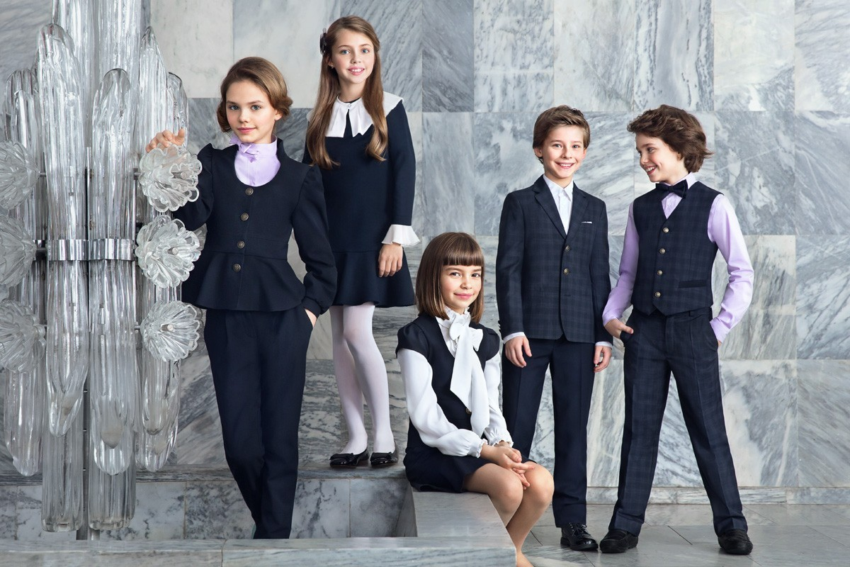 Как выбрать одежду мальчикам и девочкам для школы